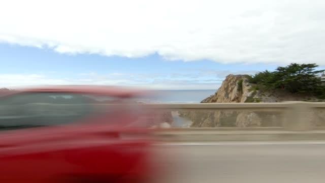 vídeos de stock e filmes b-roll de big sur x synced series left view driving process plate - big sur
