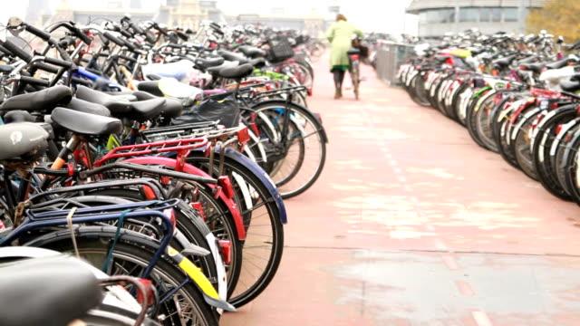 자전거 주차 추락 - home 스톡 비디오 및 b-롤 화면