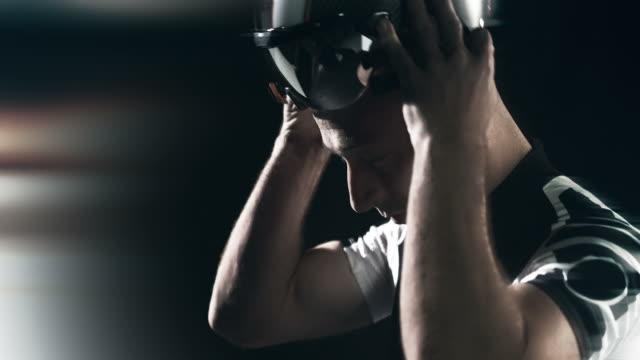 vídeos de stock e filmes b-roll de motociclista de compilação - helmet motorbike