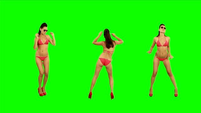bikini ragazza dancing. schermo verde - bikini video stock e b–roll