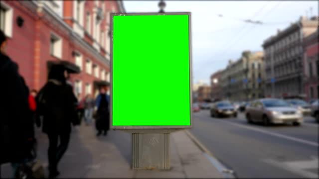 billboard grünen bildschirm in st. petersburg. timelapse - poster stock-videos und b-roll-filmmaterial