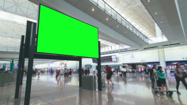 vídeos de stock e filmes b-roll de billboard in airport with green screen - modelo arte e artesanato