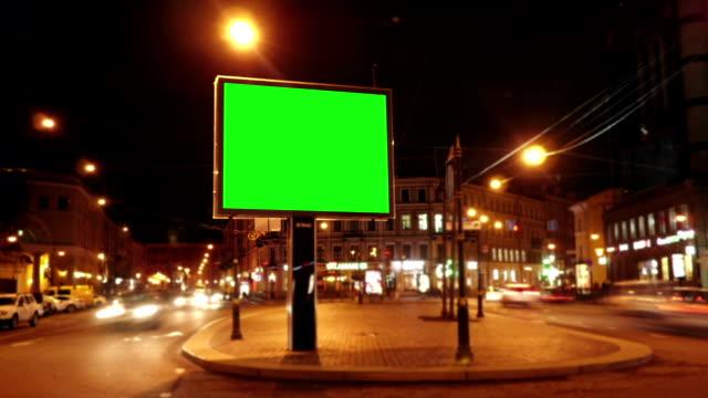 a billboard with a green screen - poster стоковые видео и кадры b-roll
