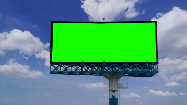 "vídeos de stock, filmes e b-roll de outdoor com verde tela do ""chroma key - outdoor"