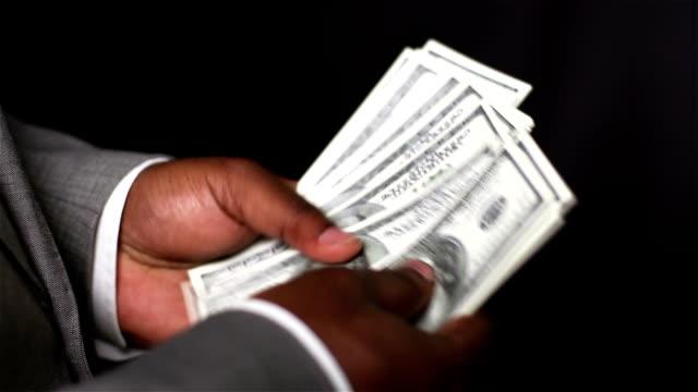 счета в руки - dollar bill стоковые видео и кадры b-roll