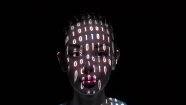 binary data projected on a woman's face - 20 24 anni video stock e b–roll
