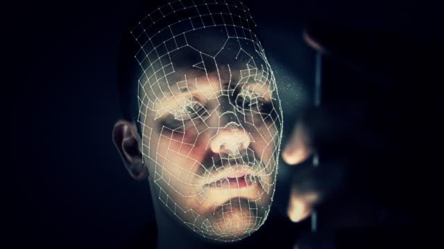 vidéos et rushes de biométrique de reconnaissance faciale sur un smartphone - image