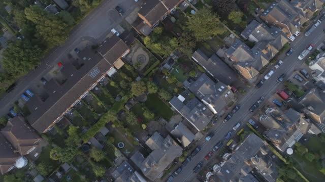 birds eye view of english streets, houses and gardens - osiedle mieszkaniowe filmów i materiałów b-roll