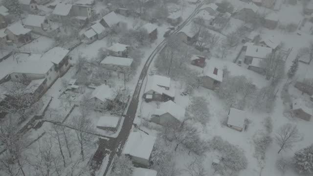fågelvy - snöstorm i byn - djupsnö bildbanksvideor och videomaterial från bakom kulisserna