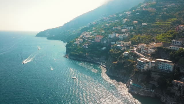 stockvideo's en b-roll-footage met birds-eye view van ravello antenne, villa cimbrone, amalfi kust - middellandse zee