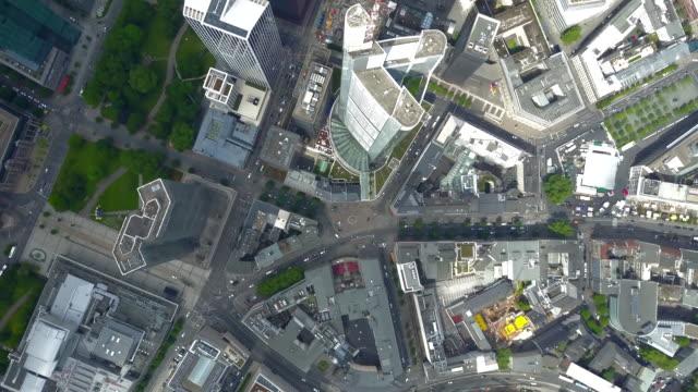 aerial: birdsview of frankfurt am main, germany skyline on beautiful summer day with blue sky (4k) - francoforte sul meno video stock e b–roll