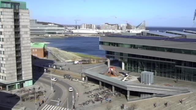 birdview pan från dokk1 till tak utsikt över århus - dansk kultur bildbanksvideor och videomaterial från bakom kulisserna