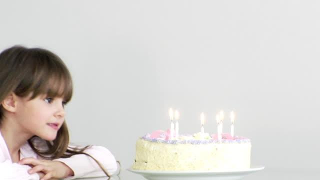 Gâteau d'anniversaire fille - Vidéo
