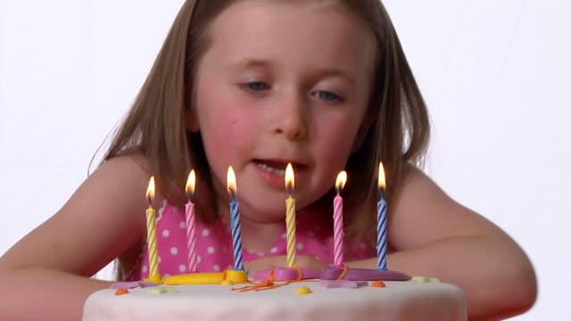 RALENTI: Gâteau d'anniversaire - Vidéo