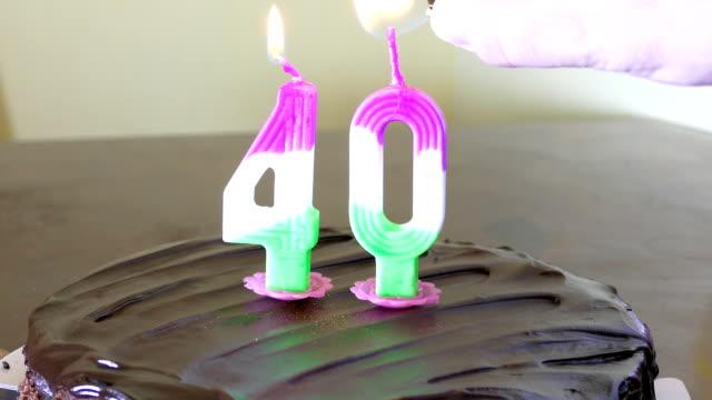 vidéos et rushes de anniversaire gâteau avec une bougie sur le dessus - 40 44 ans