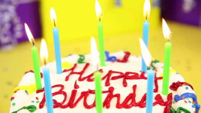 świeczki urodzinowe - zachodnie pismo filmów i materiałów b-roll
