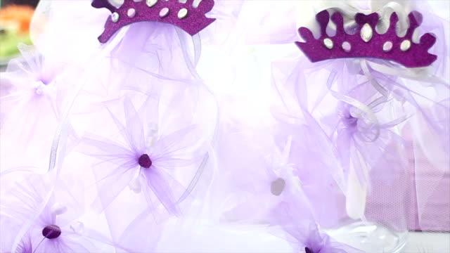 vidéos et rushes de fête d'anniversaire fille violet - fête de naissance