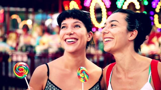 bite a lollipop at amusement park in coney island - fritidsanläggning bildbanksvideor och videomaterial från bakom kulisserna