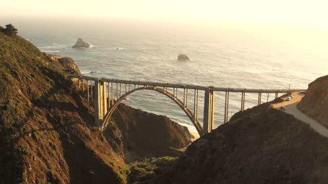 vídeos de stock e filmes b-roll de bixby bridge and pacific ocean - big sur
