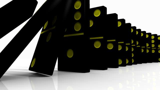vidéos et rushes de noir 3d de dominos tombant sur fond blanc - vue partielle