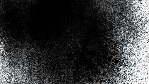 vídeos de stock e filmes b-roll de black airbrushed paint transition track matte effect - arte