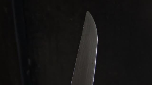 vídeos de stock e filmes b-roll de black background knife video. scary knife - swiss army knife
