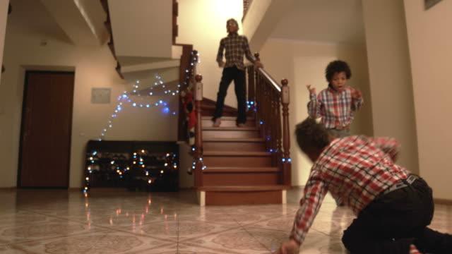stockvideo's en b-roll-footage met zwart jongens dansen op kerstmis. - christmas tree