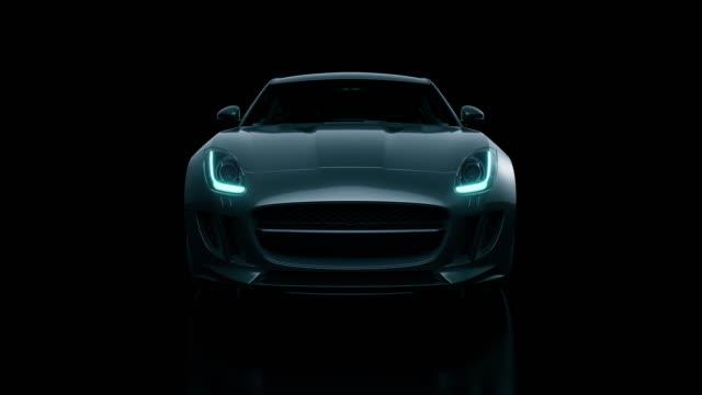 黒の車のフロントビューの3d は、黒の背景にレンダリング - 展示会点の映像素材/bロール
