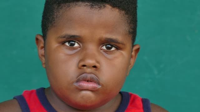 stockvideo's en b-roll-footage met 44 zwarte kinderen portret verdrietig kind gezicht expressie - jongen