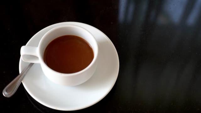 svart kaffe i frukost - tefat bildbanksvideor och videomaterial från bakom kulisserna