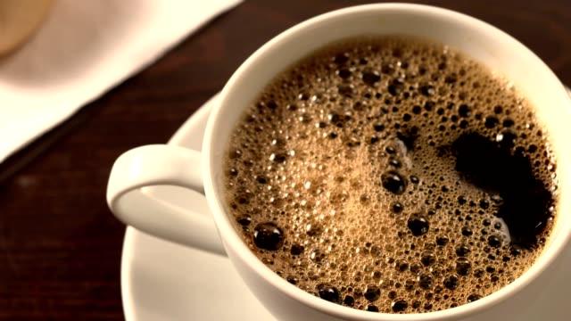 vídeos y material grabado en eventos de stock de negro con espuma de café - café negro