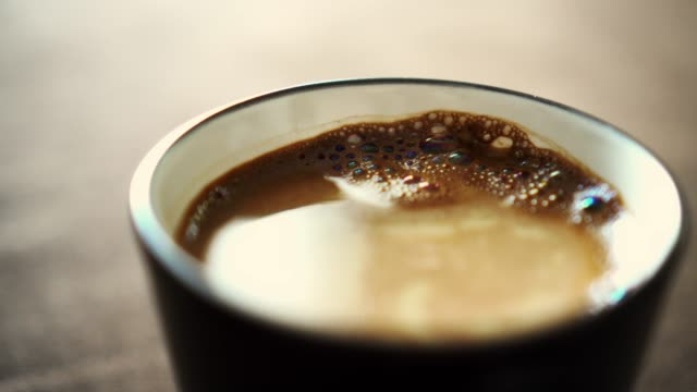 vídeos y material grabado en eventos de stock de negro, café con leche - café negro