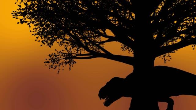 svart dinosaurie ryter under ett mörkt träd under soluppgången i solnedgången - tyrannosaurus rex bildbanksvideor och videomaterial från bakom kulisserna