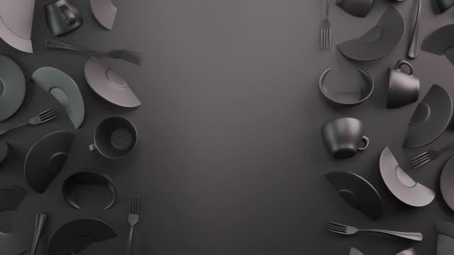 svart mat bakgrundskoncept för design menyrestaurang eller café. kopiera utrymme för din logotyp. mat flygblad. mate keramiska tallrikar och rätter. grå kaffemuggar och tefat på en mörk bakgrund. - empty plate bildbanksvideor och videomaterial från bakom kulisserna