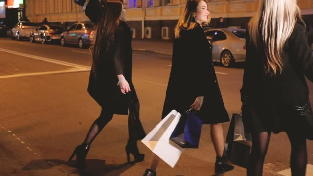 vídeos de stock e filmes b-roll de black friday night shopping women leisure hobby - black friday