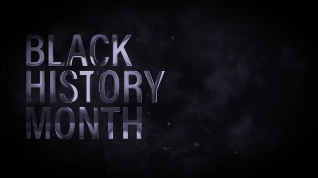 черная история месяц 3d серебряный текст анимации с облаком дыма и летающих частиц на черном фоне с копией пространства. 4k 3d рендеринга бесш� - black history month стоковые видео и кадры b-roll