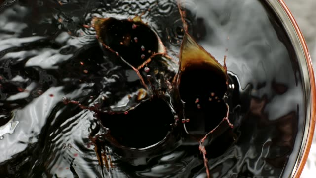 black jelly falling in syrup - sciroppo video stock e b–roll