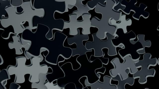 stockvideo's en b-roll-footage met zwarte puzzel desintegreren verlaten van een stukje van de puzzel. - legpuzzel