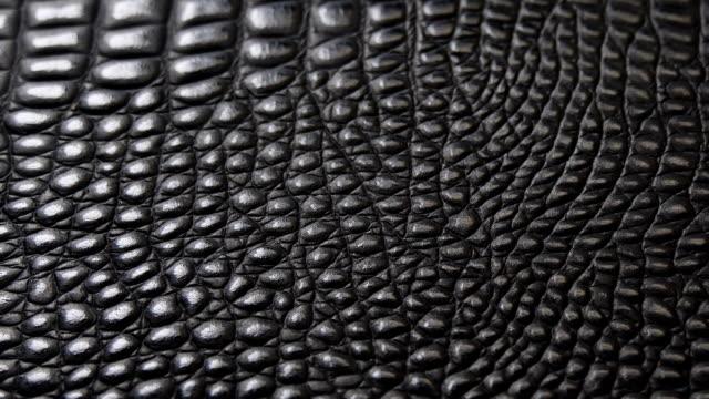 vídeos y material grabado en eventos de stock de textura de cuero negro superficie de fondo genuino macro de cerca. - piel textil