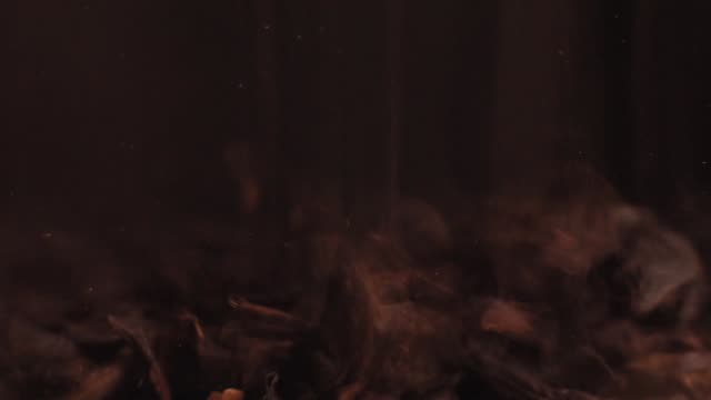 schwarzer tee fallen hautnah - jasmin stock-videos und b-roll-filmmaterial