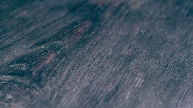 vidéos et rushes de noir texturé bois fond - bois texture