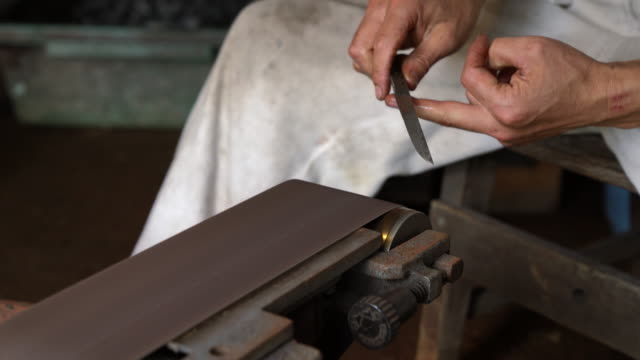 Blacksmith sharpening blade video