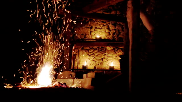 stockvideo's en b-roll-footage met blacksmith work with fire - smederij
