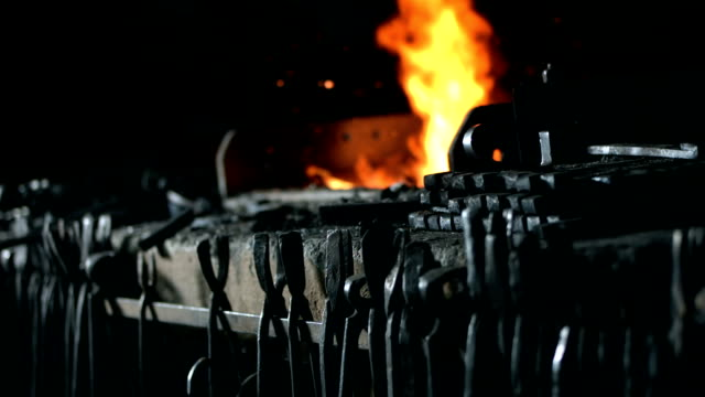 stockvideo's en b-roll-footage met hd: blacksmith's furnace - smederij