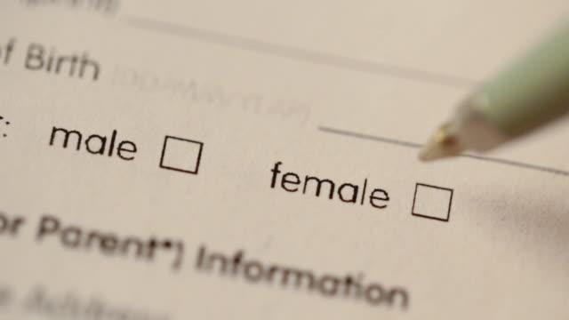 vídeos de stock, filmes e b-roll de em branco questionário com o sexo opção caixas de seleção - gênero humano