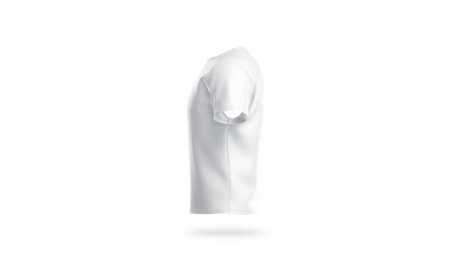 vídeos de stock e filmes b-roll de blank white clean t-shirt mockup, isolated, looped rotation - teeshirt template