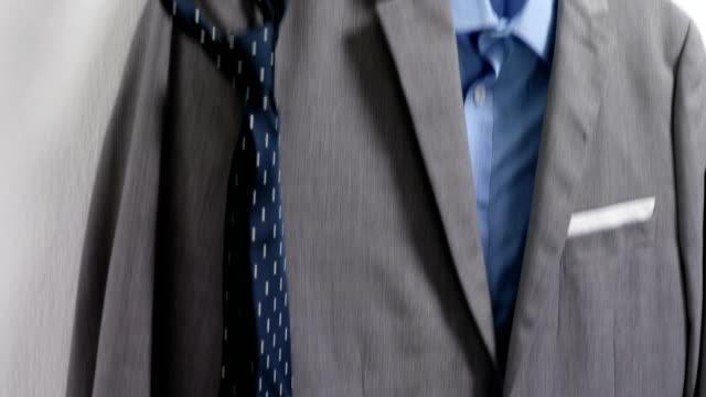 blazer hängande på krok 4k - blazer bildbanksvideor och videomaterial från bakom kulisserna