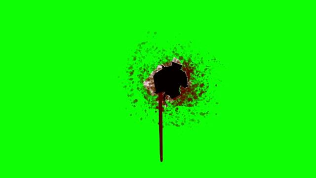 krwawienie dziura po pocisku na tle zielony ekran - dziura filmów i materiałów b-roll