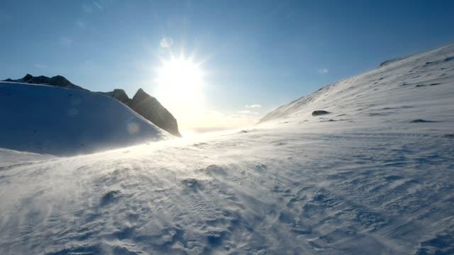 blizzard blåser på snötäckta berg med solsken - norge bildbanksvideor och videomaterial från bakom kulisserna