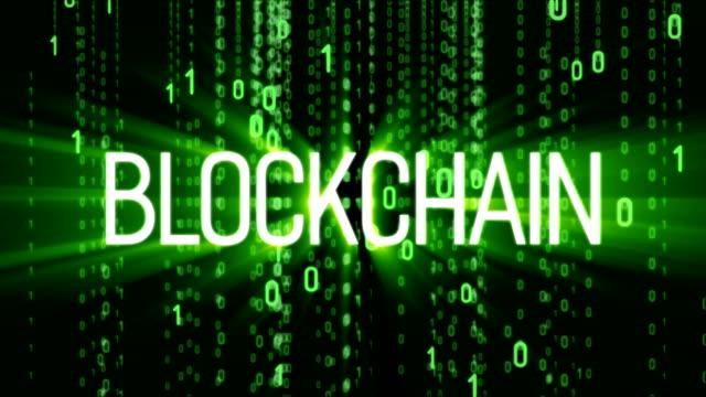 vídeos de stock e filmes b-roll de blockchain technology. global internet worldwide. abstract matrix background. binary computer code. motion tech background. - bit código binário